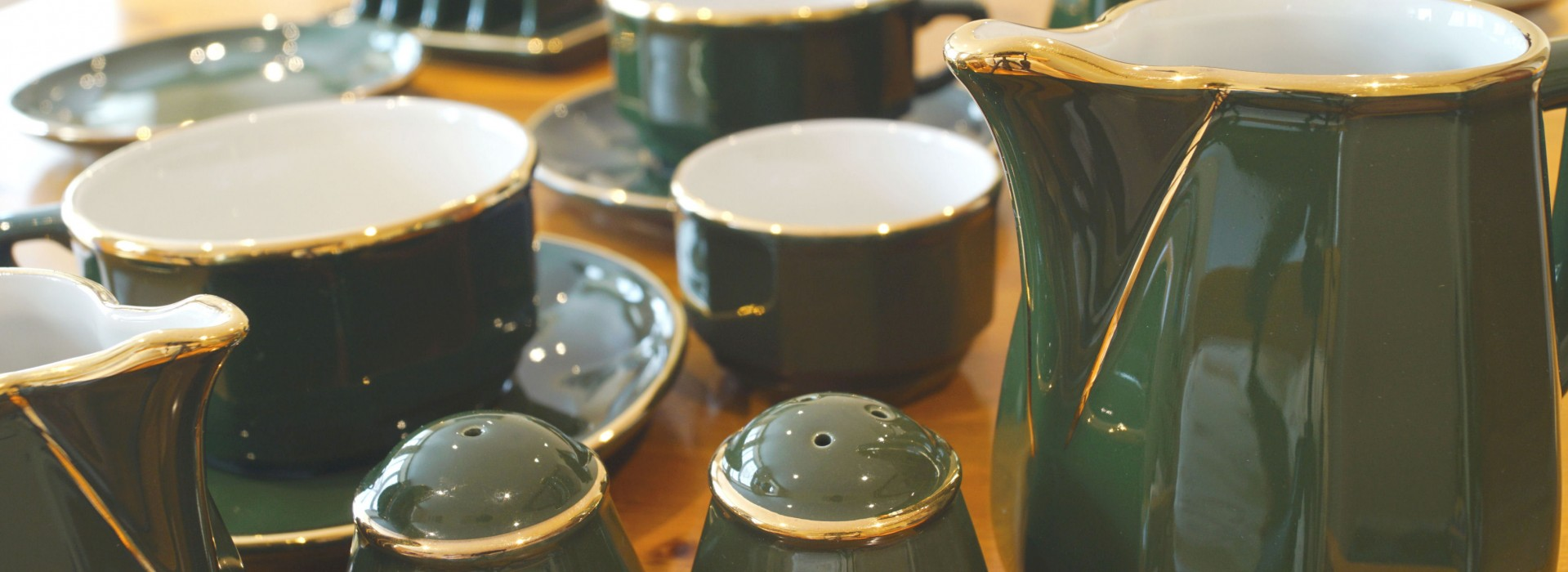 Nivag Crockery: Green and Gold Bistro