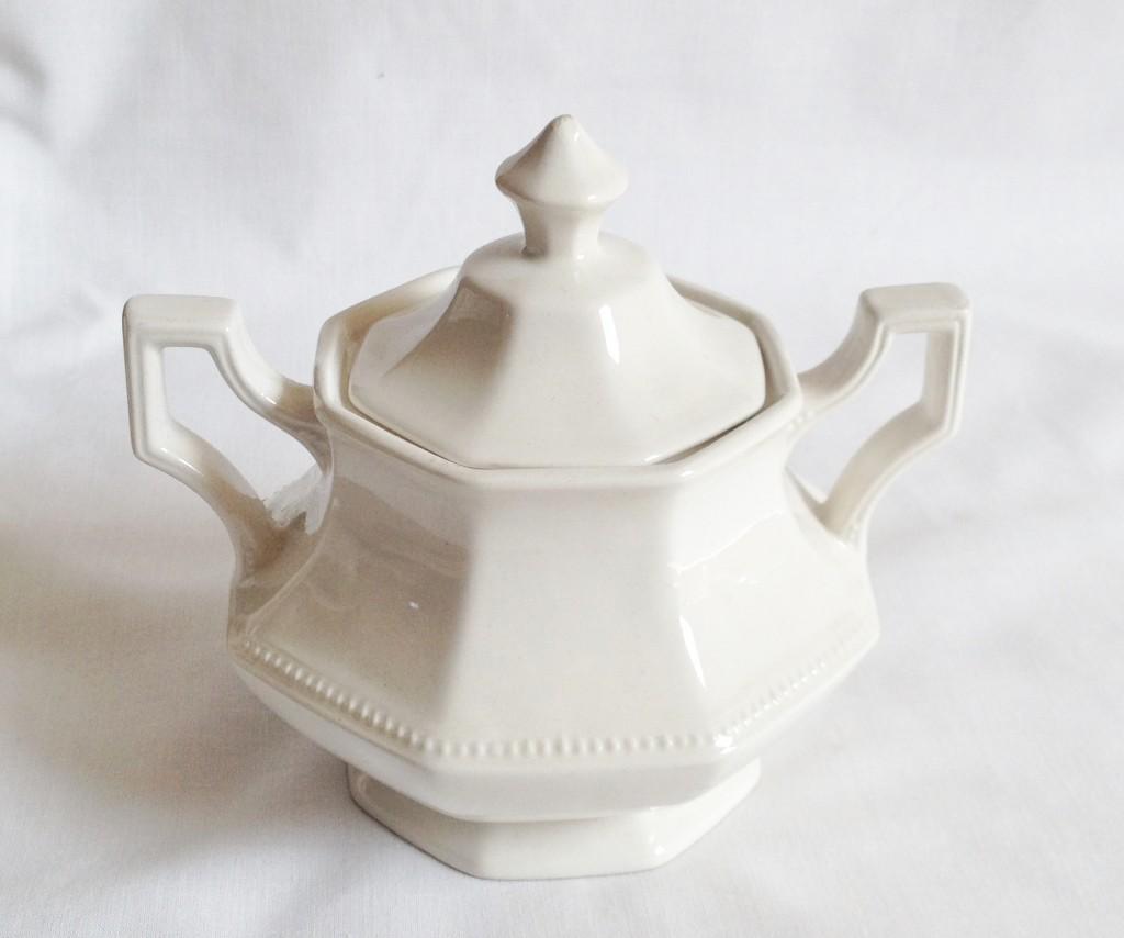 Nivag Crockery: Johnson Brothers - Heritage White: Lidded Sugar Bowl